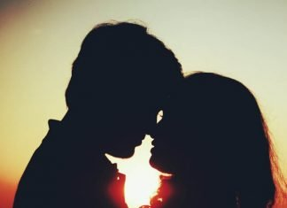 What Does Kissing Feel Like? The Magic Of The First Real Kiss